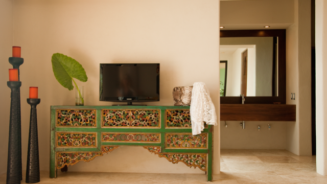 villa-lunada-bedroom-tv