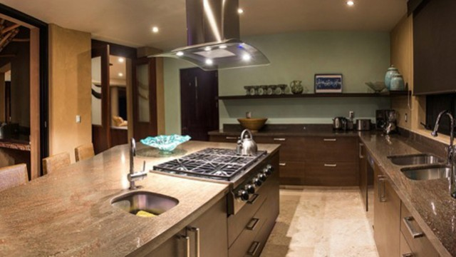 villa-lunada-kitchen-range