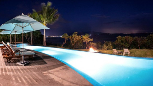 villa-lunada-pool-night