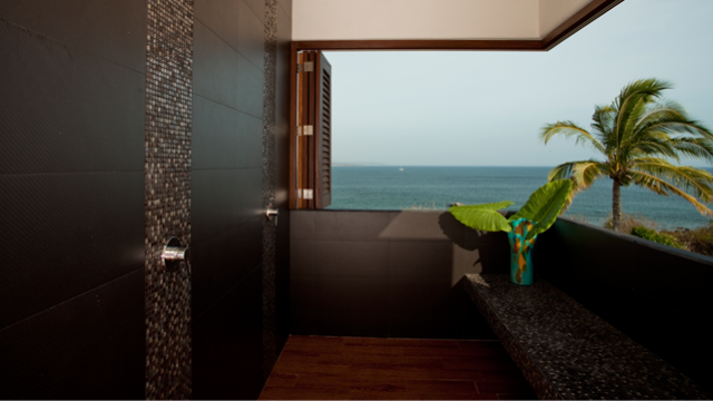 villa-lunada-shower